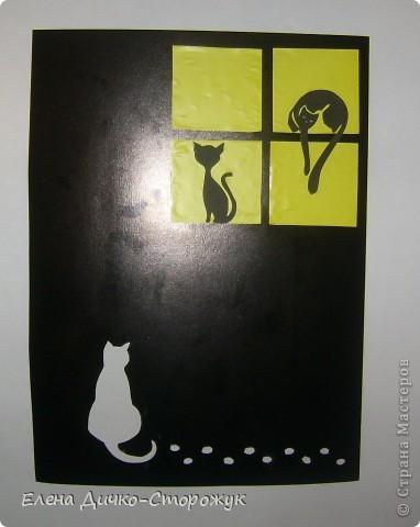 Ну кто сказал, что любовь только у людей бывает? Вот посмотрите: котейка пришёл на свидание. Только ещё не решил с какой именно кошечкой.  Вроде все условия соблюдены: тема - любовь, 4 квадрата есть, вместо полосы ленточка следов.