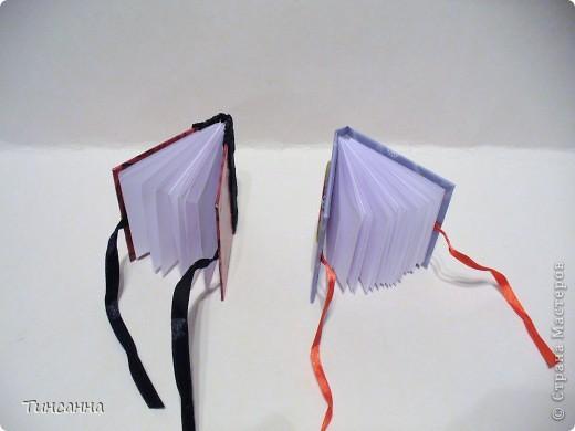 Посмотрела МК Анки Партизанки http://stranamasterov.ru/node/145357?tid=451 и попробовала сделать по нему блокнотики. Блокнот с розами сделан как в МК, а блокнот со стрекозой имеет на 10листов больше. Ниже расскажу как его сделала. фото 2