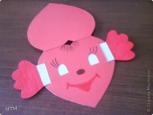 Предлагаю вам сделать Валентинку, которую придумала сама. Если потянуть за ручки, она будет двигать глазками. Ребята с удовольствием делают эту открытку, а затем играют с ней. фото 11