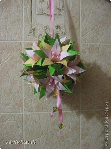Лилия, 12 цветочков. Когда сшила, показалось что 12ти маловато. Утром сделаю еще 4, думаю будет в самый раз фото 4
