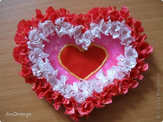 В преддверии праздника Святого Валентина было решено, что нужно поздравить весь класс. Часть валентинок купили, а часть решили сделать своими руками. Вот что из этого получилось. фото 3