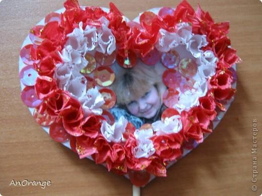 В преддверии праздника Святого Валентина было решено, что нужно поздравить весь класс. Часть валентинок купили, а часть решили сделать своими руками. Вот что из этого получилось. фото 9