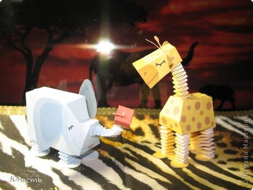 Слоненок и жираф. Выкройки распечатаны на цветном принтере, склеены клеем-карандашом. фото 1