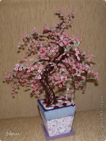Поделка изделие Бисероплетение Цветы деревья и одно насекомое из бисера - Бисер Бутылки стеклянные Проволока фото 5.