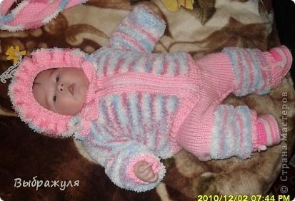 Комплект состоит из: шапочки, шарфика, кофточки на замочке и штанишек на лямках. Связано для внучки на 4 месяца.  фото 1