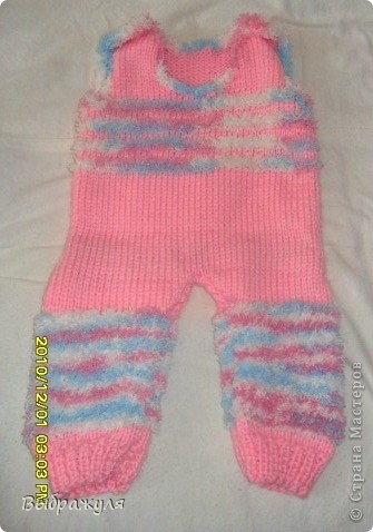 Комплект состоит из: шапочки, шарфика, кофточки на замочке и штанишек на лямках. Связано для внучки на 4 месяца.  фото 2