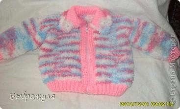 Комплект состоит из: шапочки, шарфика, кофточки на замочке и штанишек на лямках. Связано для внучки на 4 месяца.  фото 3