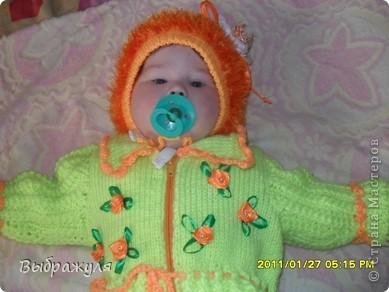 Комбенизон для внучки на 5 месяцев. С вышивкой из атласных  ленточек. фото 2