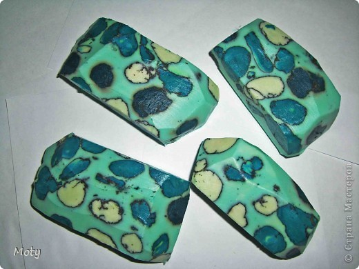 Мыльные камни: детское мыло, оливковое масло, масло бергамота, отдушка-дыня, черная глина. фото 1