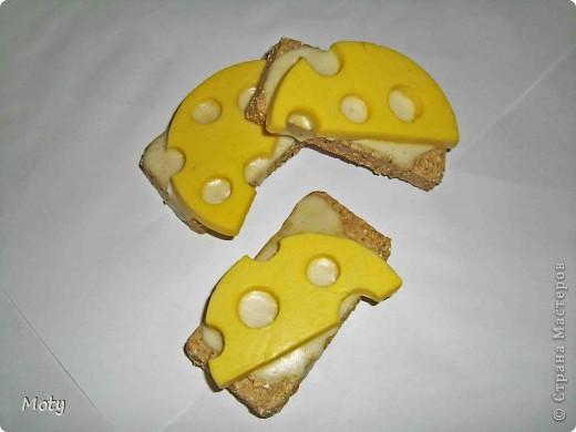 Бутербродики с сыром... Хлеб: детское мыло, отруби молотые, сушеная календула, какао. Сыр: детское мыло, масло оливковое, желтый краситель, запах бергамота. Масло: детское мыло. фото 1