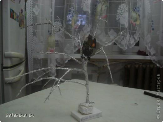 Птичка не известной породы,но явно зимующая!В школе задали сделать поделку или рисунок,на тему зимующих птиц,мы долго с дочкой ломали голову,что сделать и придумали это чудо. фото 2