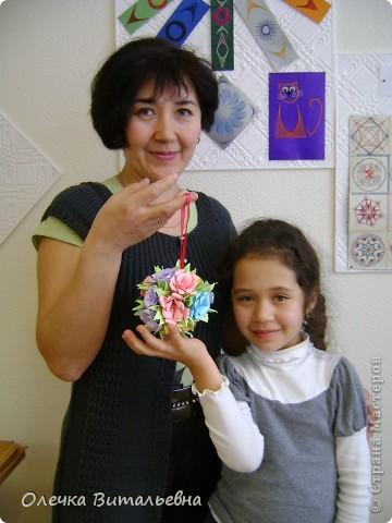 Ко мне на занятия кружка оригами ходят дети 2-6 классов. Земфира учится во 3 классе. Кусудамы начали делать вместе с мамой.  Вот первый результат. фото 5