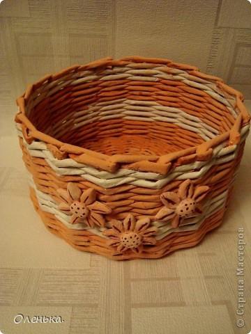 Плела из окрашеных трубочек.  фото 3