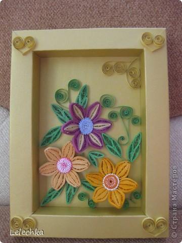 Решила попробовать сделать рамку сама,долго мучилась,но получилось,такие цветы тоже делала первый раз.Жду ваших комментарий,может что-то надо добавить или оставить так? фото 1