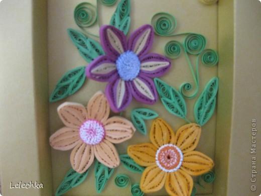 Решила попробовать сделать рамку сама,долго мучилась,но получилось,такие цветы тоже делала первый раз.Жду ваших комментарий,может что-то надо добавить или оставить так? фото 2