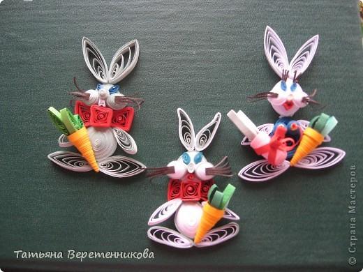 Этих зайцев делала для сына в детский сад на новогоднюю выставку поделок. Мы за него получили приз зрительских симпатий, а сынок еще и подарок!!! Он был в восторге (и мне, конечно, тоже было приятно очень)!!! фото 2