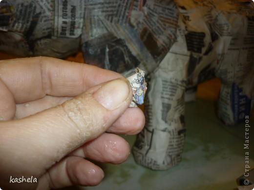 1.Изготовление слона заняло у меня  7 дней. Для начала я варю клейстер,из муки и воды фото 9