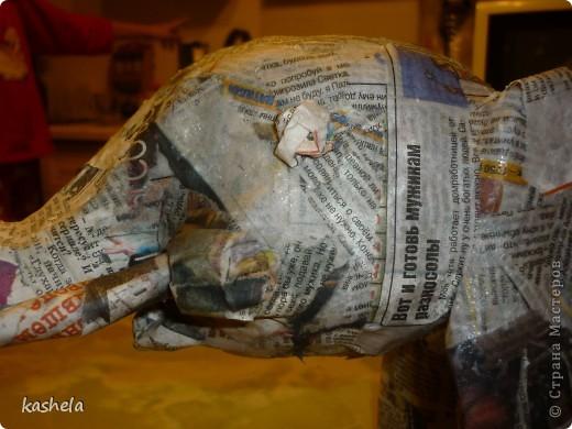 1.Изготовление слона заняло у меня  7 дней. Для начала я варю клейстер,из муки и воды фото 10
