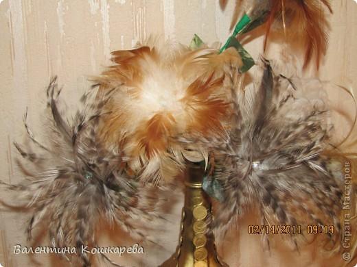 Бутылка с цветами из перьев фото 5