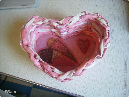 Ко дню Святого Валентина,дню всех влюблённых сплела корзинку сердечко фото 2