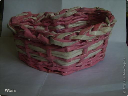 Ко дню Святого Валентина,дню всех влюблённых сплела корзинку сердечко фото 4