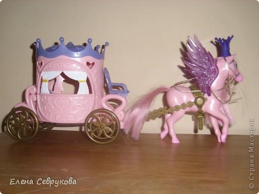 Моей доченьке 4,5 года - возраст принцев и принцесс. Все девочки-куколки - принцессы, мальчики-куколки - принцы, ну и она, естественно, принцесса. У нее корона есть, а у кукол - нет. Нужно было ситуацию срочно менять... фото 13