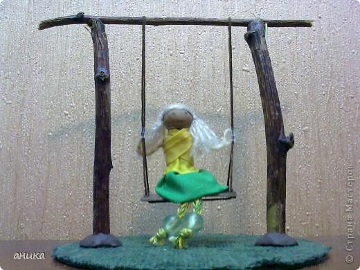 Кукла на качелях фото 1