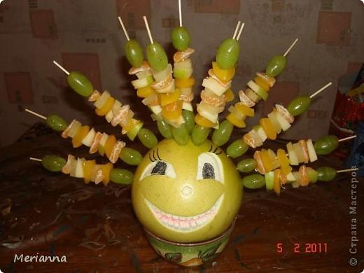 Так оформила фруктовый шашлык на день рождения младшему сынуле