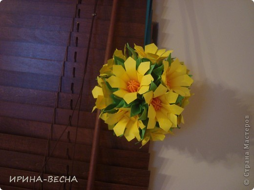 Вот такая кусудама с  цветами получилась у меня , очень актуально  будет смотреться в день Пасхи. фото 1