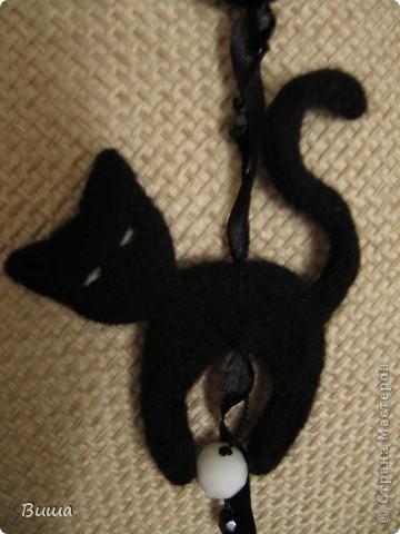 """""""Кошка, гуляющая при луне"""" Мои первые валяные бусы в подарок подружке на день рождения :) фото 3"""