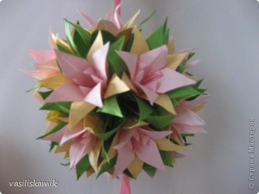 Лилия, 12 цветочков. Когда сшила, показалось что 12ти маловато. Утром сделаю еще 4, думаю будет в самый раз фото 5