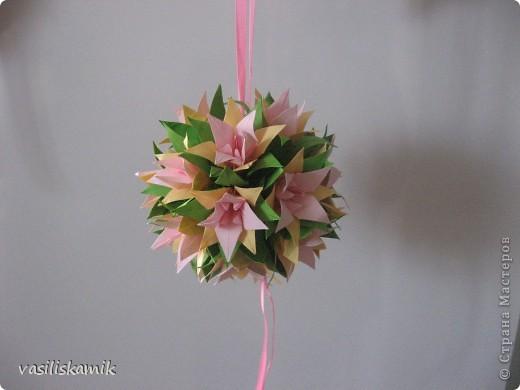 Лилия, 12 цветочков. Когда сшила, показалось что 12ти маловато. Утром сделаю еще 4, думаю будет в самый раз фото 6