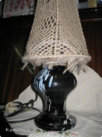 Есть в копилочке моих поделок и вот такое изделие. Жила-была стеклянная ваза. Долго жила - поднадоела уже... И превратилась она в настольную лампу.  фото 4
