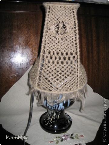Есть в копилочке моих поделок и вот такое изделие. Жила-была стеклянная ваза. Долго жила - поднадоела уже... И превратилась она в настольную лампу.  фото 2
