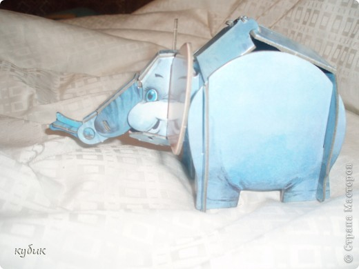 купили книжку с заданиями , вот такого слоненка мы смастерили из бумаги, еще в этой книге есть сказка, пазлы собирать можно. фото 3