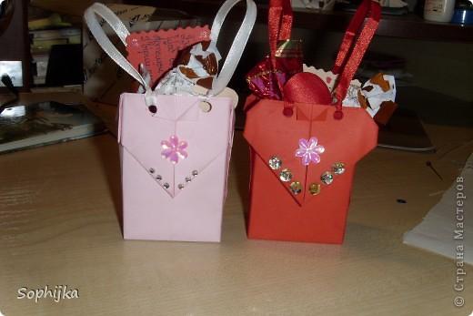 Вот такие подарки я приготовила своим подружкам на День Валентина. Сделала немного, потому что надо было делать срочно!(я об празнике вспомнила оооочень поздно) Посмотрим поближе? фото 2