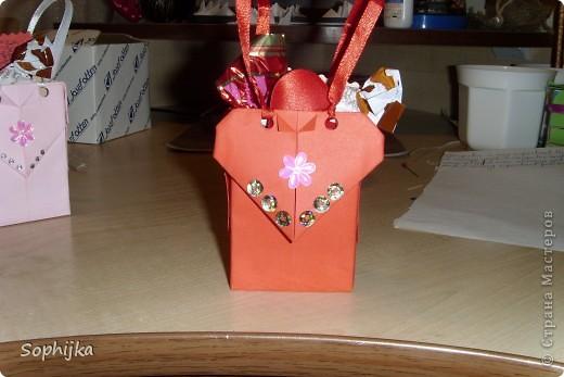 Вот такие подарки я приготовила своим подружкам на День Валентина. Сделала немного, потому что надо было делать срочно!(я об празнике вспомнила оооочень поздно) Посмотрим поближе? фото 5