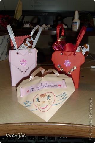 Вот такие подарки я приготовила своим подружкам на День Валентина. Сделала немного, потому что надо было делать срочно!(я об празнике вспомнила оооочень поздно) Посмотрим поближе? фото 1