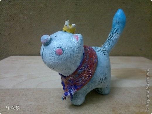 """Вот такой кот у меня вышел! Прямо звезда. ))) Корона совсем случайно там появилась.  Просто просилось что - нибудь на голову, вот я и решила его """"облагородить""""))).  фото 1"""