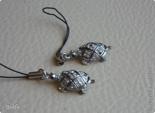 Продолжаю показывать своих черепашек. Начало можно посмотреть здесь http://stranamasterov.ru/node/151515. Фигурки куплены нами или подарены друзьями и родными, поэтому попадаются вроде бы одинаковые, но разного оформления. Рассказы о черепахах, как о живых или мифических существах или о символах предлагаю почитать у Олиандры.   Решила начать с микрораздела.  Это броши.  фото 4