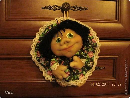 Вот сварганила еще одну красавицу. Эти куклы настолько поднимают настроение! Все пытаюсь себе одну оставить. Меня спрашивали, как я рисую глаза. Готовлюсь к следующей партии и сегодня рисовала глаза .Попутно фотографировала. фото 2