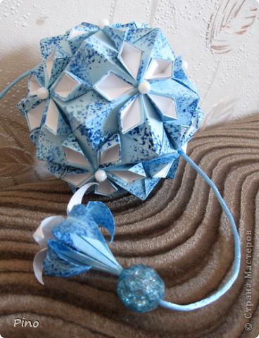 """Cherry Blossom Ball от Tomoko Fuse  Увидела схему и захотелось сделать именно таких цветов, до сих пор не могу понять почему О_о, вот такая """"зимняя вишня"""" ^_^ фото 1"""