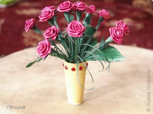 букет алых роз