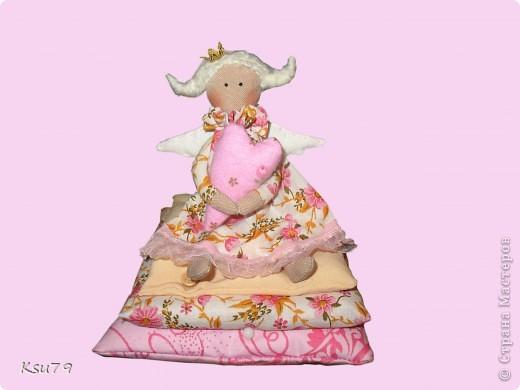 я это сделала! - перешла от зверушек к людям! эта принцесска на горошине завтра переселяется к моей крестнице (у неё ДР). Буду рада, если они станут подружками.... Хотя так сложно расставаться.... фото 1