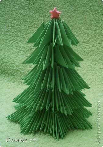 Очень простенькая елочка. Мастер-класс можно найти здесь: http://iz-bumagi.com/modulnoe-origami фото 1