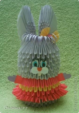 Очень простенькая елочка. Мастер-класс можно найти здесь: http://iz-bumagi.com/modulnoe-origami фото 2