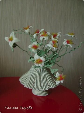 Ваза с цветами на овальной салфетке. фото 28