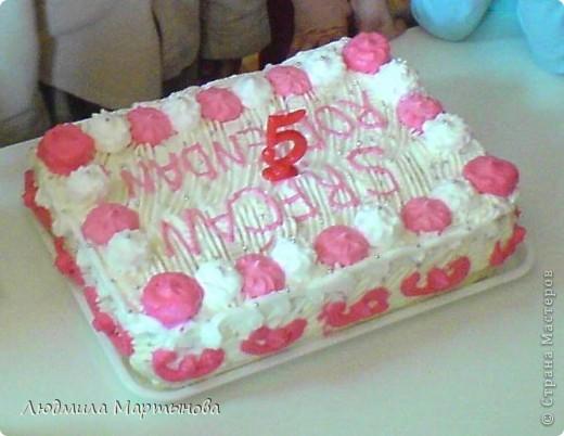 Этот тортик пекла к Дню Рождения дочурки. Получился довольно таки большим. Около 8 кг. МК по приготовлению Медовика есть в моём блоге. фото 15