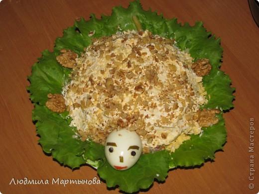 Тигрёнок. Так можно украсить любой салат. А вот МК по приготовлению этого салатика http://www.say7.info/cook/recipe/736-Salat-Tigrenok.html. Только лично мне он не очень понравился сочетанием продуктов. фото 2