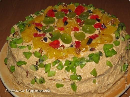 Этот тортик пекла к Дню Рождения дочурки. Получился довольно таки большим. Около 8 кг. МК по приготовлению Медовика есть в моём блоге. фото 12